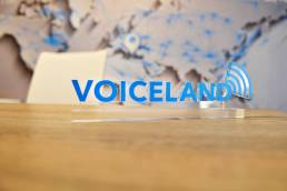 hellodesign-voiceland-logotype-plexi-sign